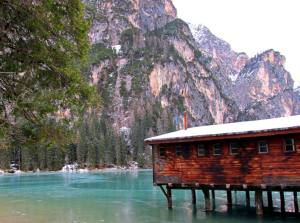weekend romantici sul lago braies dolomiti