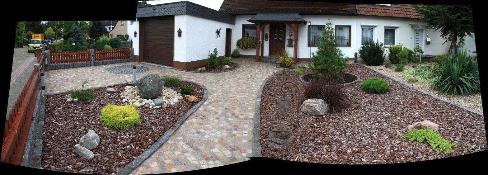 Vorgarten mit BasaltPflasterung