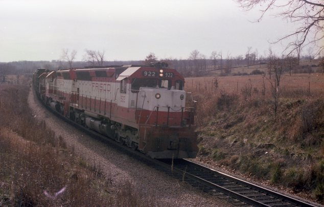 SD45s 922 and 945, and GP35 700 North of Thayer, Missouri on November 24, 1979 (R.R. Taylor)