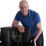 Richard arbetar med Friskonomens massagefåtöljer