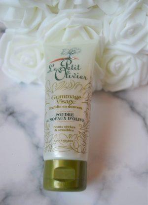 poudre de noyaux d'Olive gommage visage le petit olivier