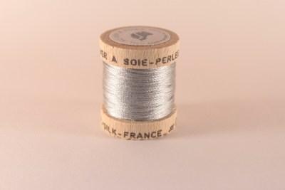 Fil de soie perlée gris perle 071