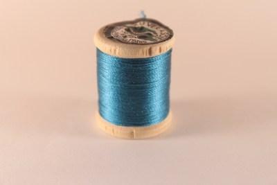 Fil de soie perlée bleu turquoise Au Ver à Soie