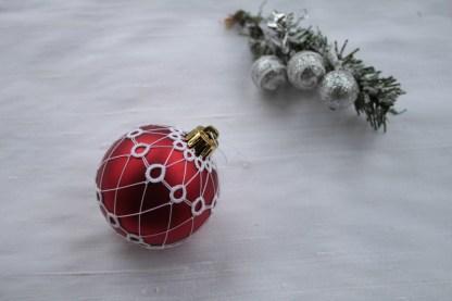Modèle frivolité boule de noël Jathusa - Lilas Joublot