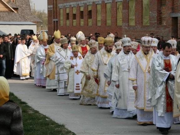 synod-bishops-1-575x431