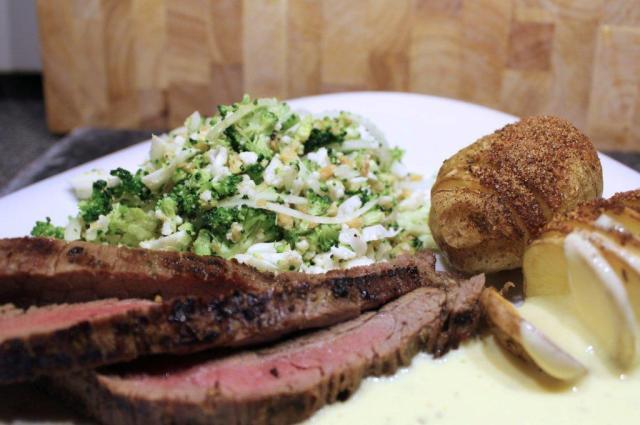 flanksteak, broccolisalat, hasseback-kartofler-bearnaisesauce