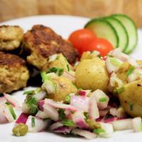 Kartoffelsalat med rødløg og kapers