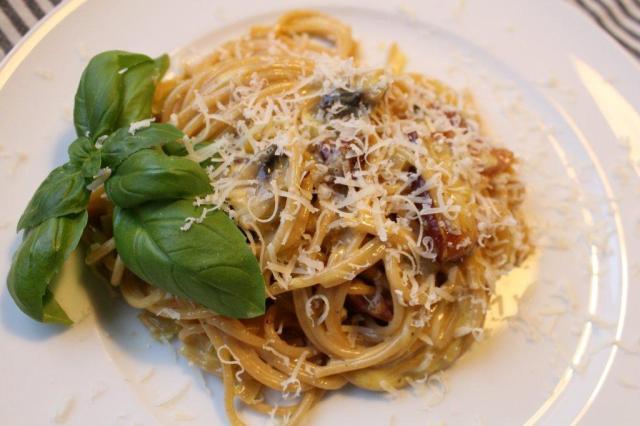 spaghetti-carbonara, spaghetti, bacon, fløde, floede, æg, aeg