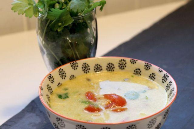 tom-kha-gai, koriander, suppe, kokosmaelk, tomat