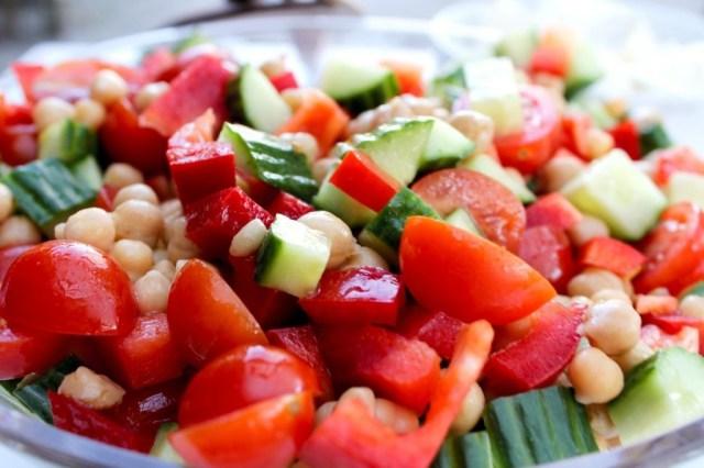 tomat, kikaerter, agurk, roed-peberfrugt, feta