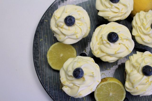 blaabaer-cupcakes, blaabaercupcakes, blaabaer-muffins, blaabaermuffins, blaabaer, citronskal, cream-cheese-frosting