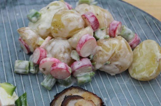 kartoffelsalat-mormordressing, kartofler, asparges, radiser, opskrift, salat, dansk-mad, sommermad