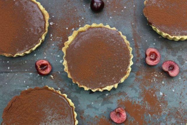 baileys, smaa-chokoladetaerter, baileys-ganache, saltkaramel, opskrift, soede-sager, kage, dessert