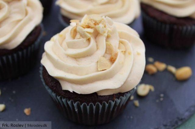 snickers-cupcakes, chokolade-muffins, karamel-frosting, karamelcreme, cupcakes, opskrift