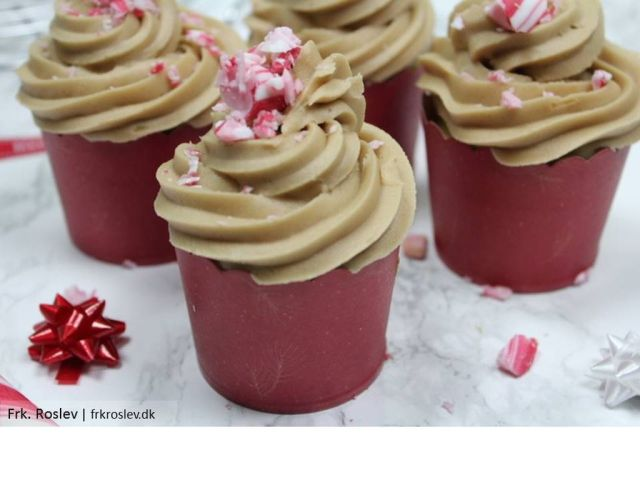 marcipan-cupcakes, nougat-frosting, jule-cupcakes, opskrift, jule-opskrift, julekage