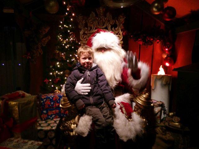- Adrian derimod er en af julemandens største fans:-) -