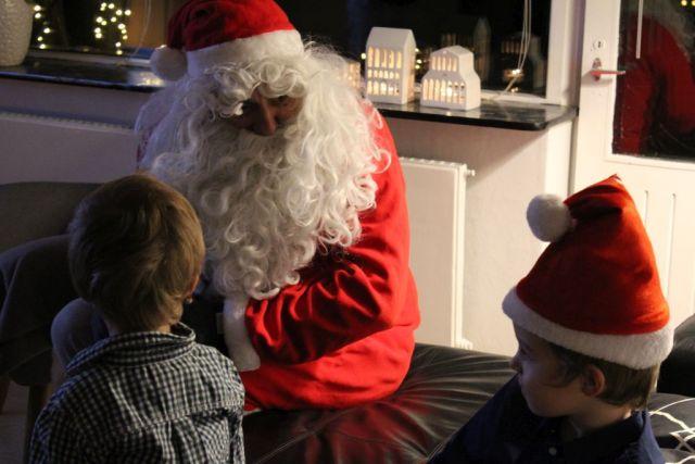 - Vi var også så heldige at få besøg af julemanden juleaften:-) -