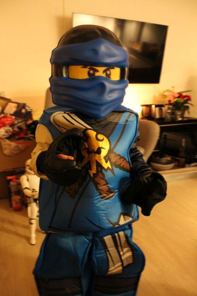 - Verdens sejeste udklædning - ninjago er et meget stort hit herhjemme -