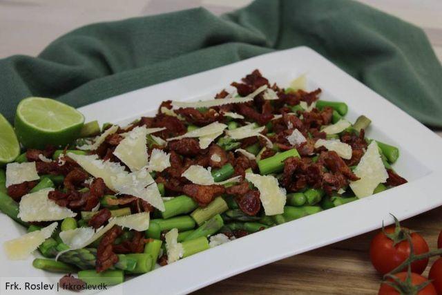 asparges, asparges-bacon-parmasanost, sennepsdressing, opskrift, salat, frokost