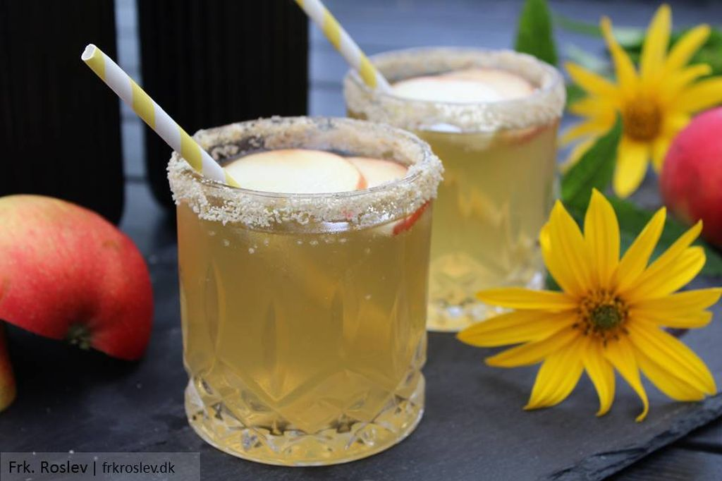 Spicy apple pie cocktails