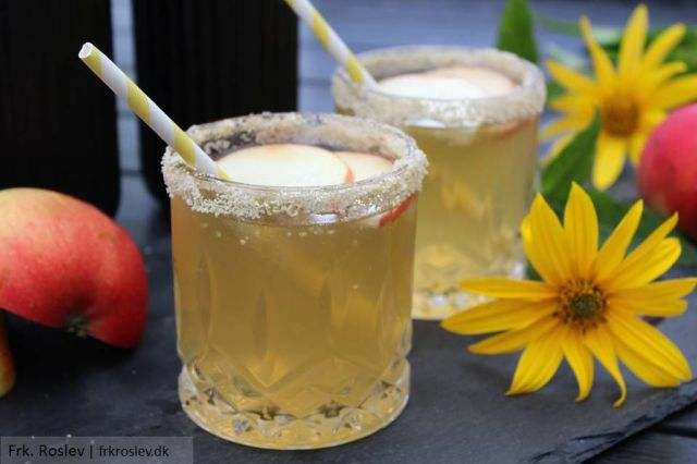 apple-pie-cocktail, cocktails, efteraars-cocktail, drinks, cocktail-opskrift, aeble-cocktail