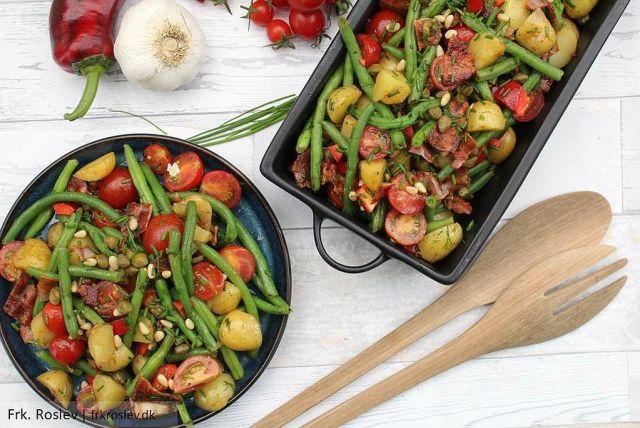 Bønnesalat, kartofler, bacon, purløg, olie-eddike dressing