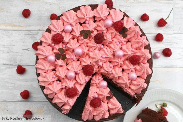 Lækker chokolade squashkage med hindbær smørcreme