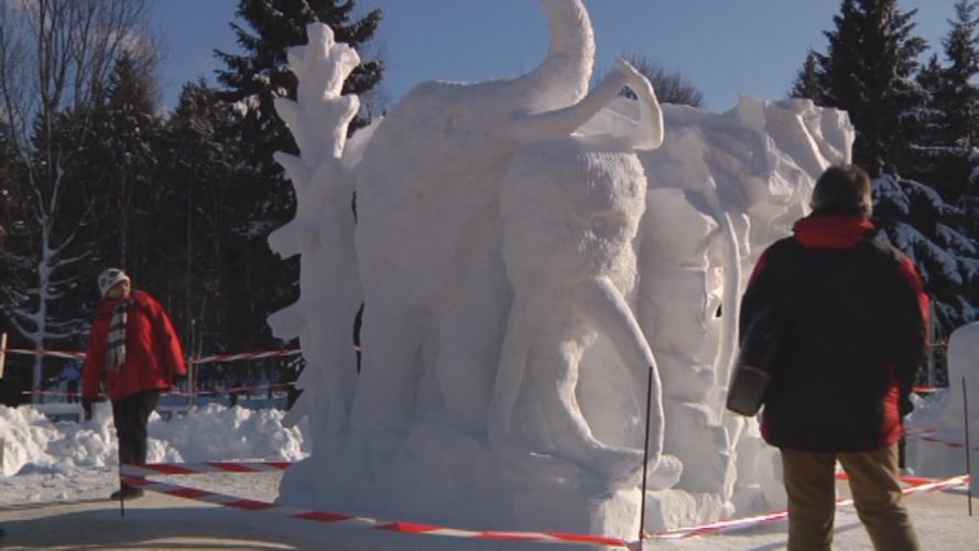 Schneeskulpturenkunst im Erzgebirge
