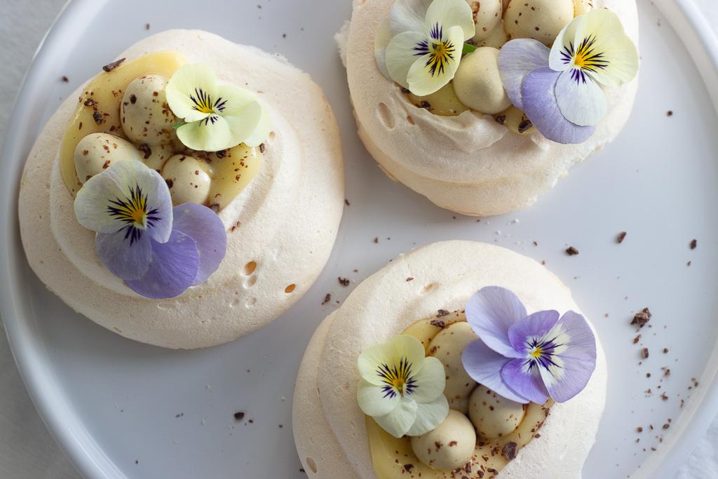 Opskrift på lækker påskedessert med marengs og lemon curd