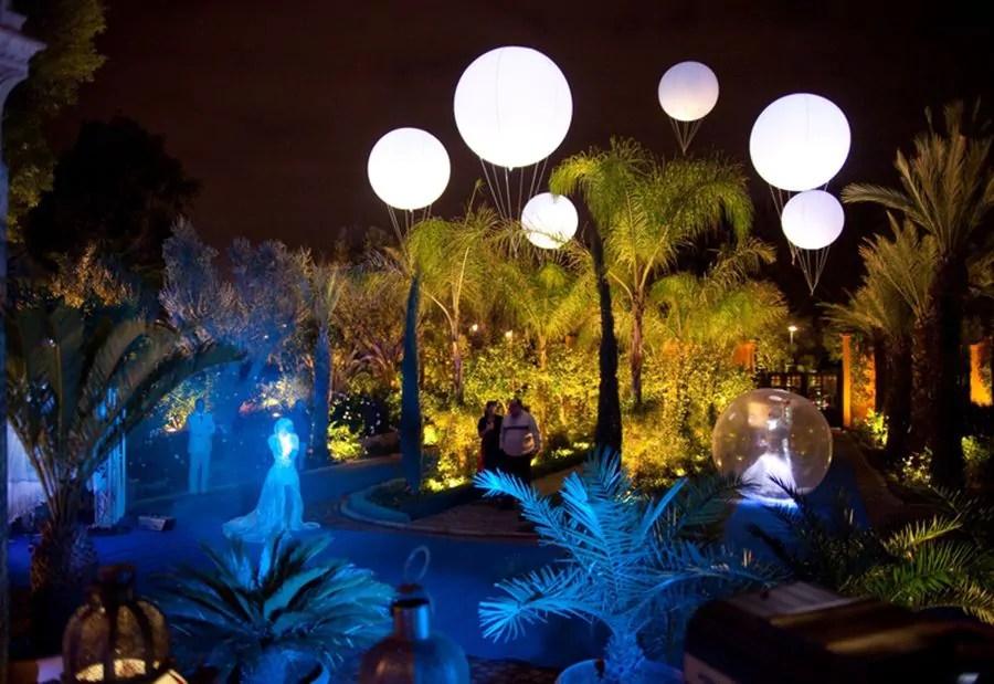 ballons h lium clairants dans les jardins d un casino marrakech frog publicit. Black Bedroom Furniture Sets. Home Design Ideas
