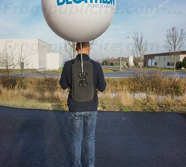 Un homme ballon Décathlon pour du Street marketing