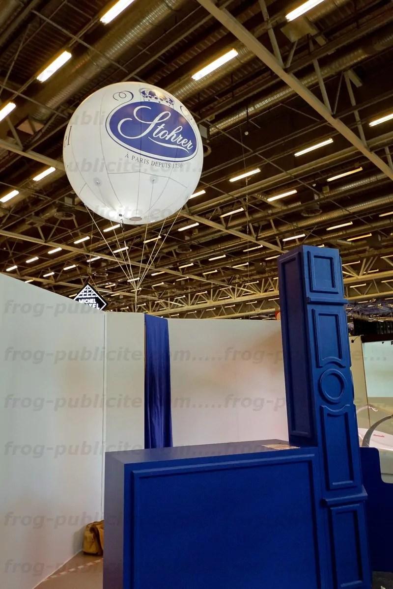 Un ballon lumineux 3 faces pour un stand au salon du for Salon paris pour l emploi 2017