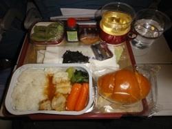 行きの機内食