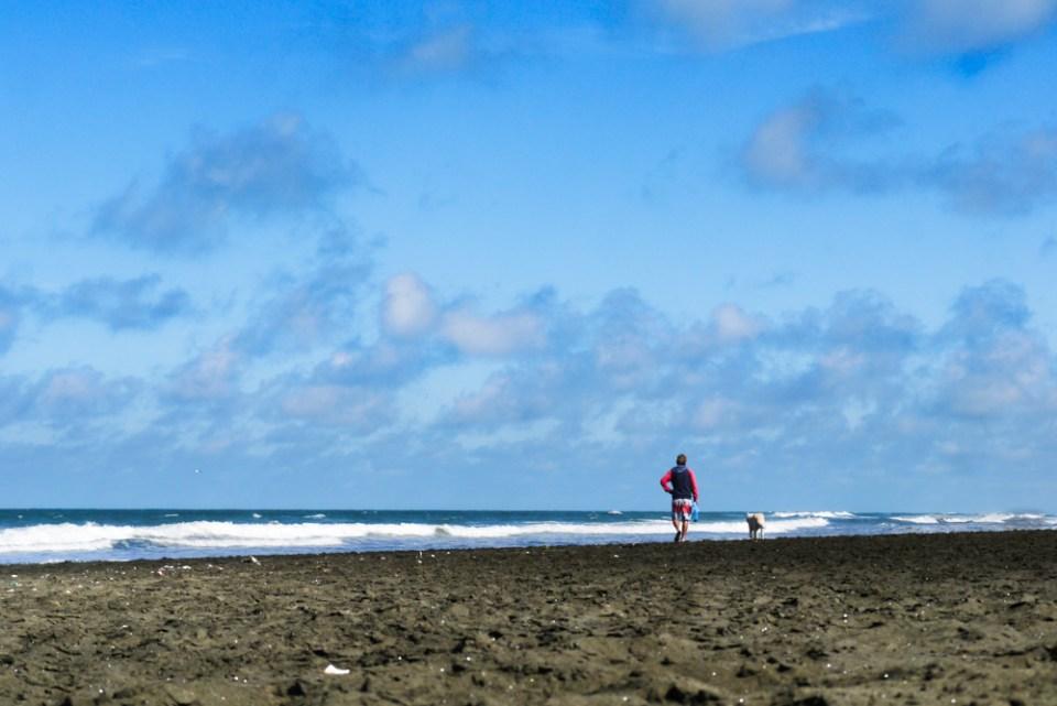 beach-walk-1090766