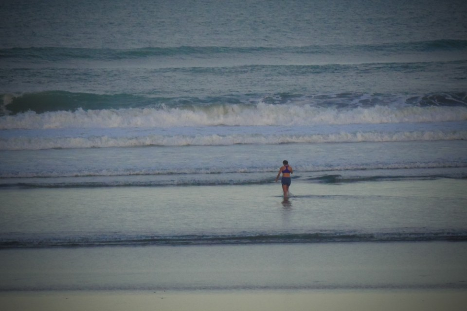 swimming_in_winter-1250730