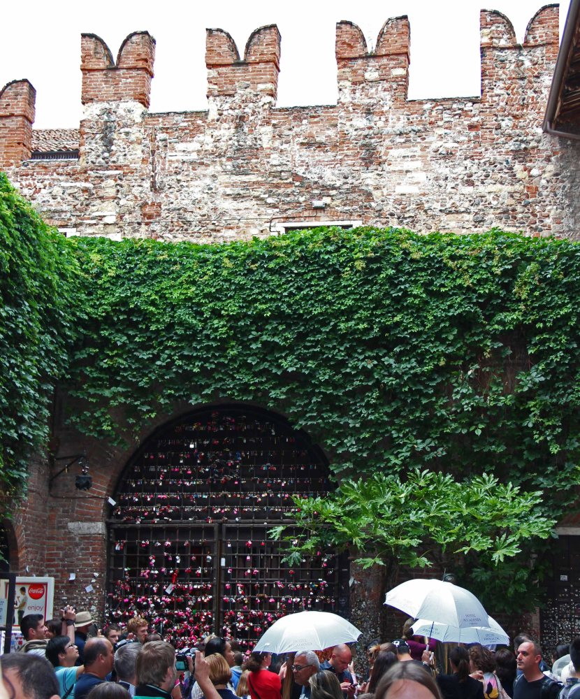 Verona, Italy - True Love and Letters Left At Juliet's House (1/6)