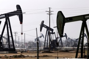 Oil Refiners in the United States Choose Iraqi and Canadian Crude to Replace Storm Losses Traders