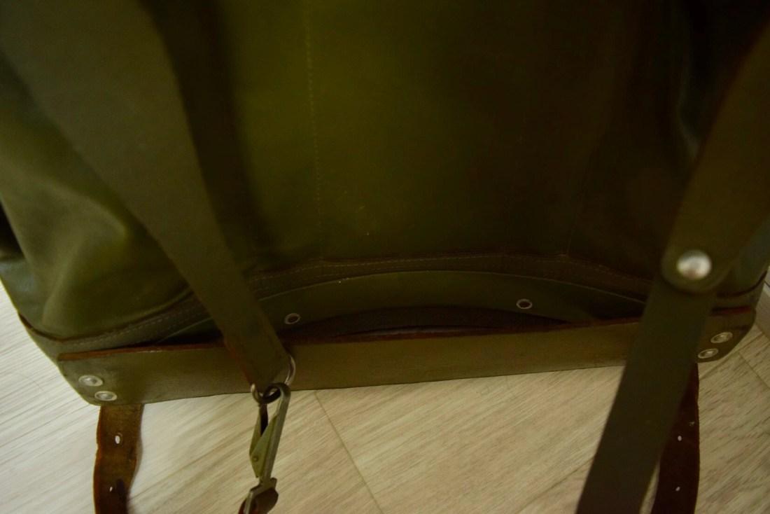 リュックの腰に当たる部分