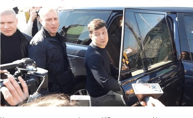 Для кортежу Зеленського перекрили дорогу на Позняках (Відео)