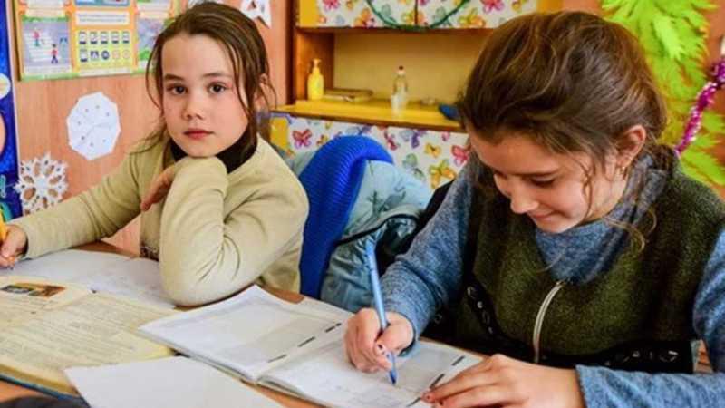 Минобразования продлевает учебный год до 1 июля, школьники смогут встретиться в классах в мае или июне