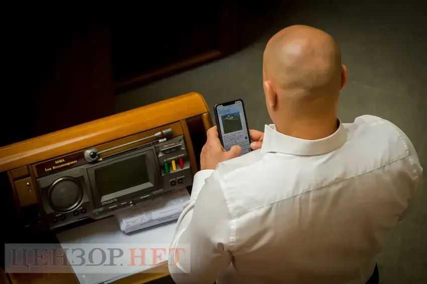 Киву в Раде поймали на переписке с «Яной Блядинской»: за неделю нардеп потратил на нее 16 тыс. грн
