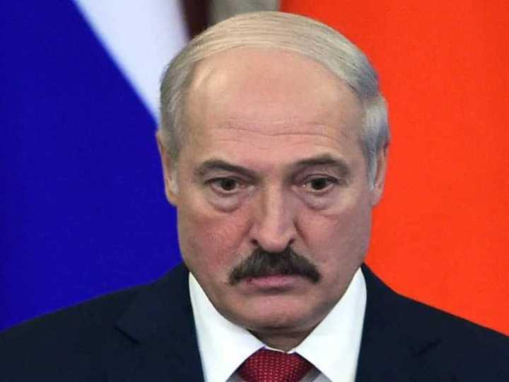 Метаморфози Лукашенка: від «сильного лідера» до жалюгідної маріонетки за один місяць