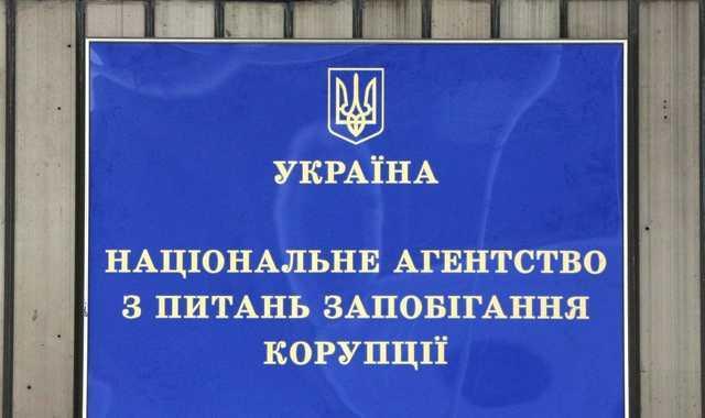 Топ-чиновник НАЗК, ответственный за проверки деклараций, задекларировал крупные валютные сбережения
