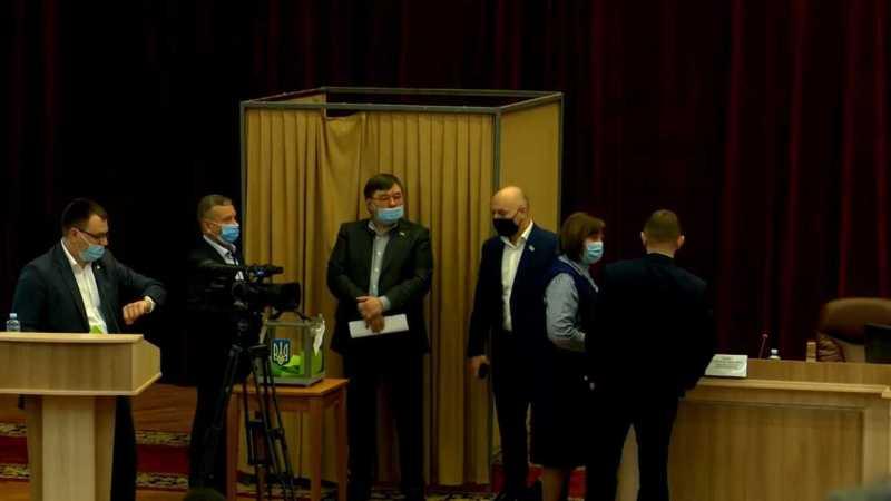 На Сумщині «слуги народу» зірвали сесію, рятуючи коаліцію з «ОПЗЖ», а Стрельченко – від звільнення