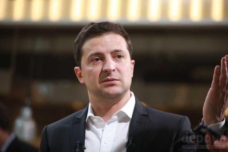 Зеленский поздравил украинок с Днем матери и показал маму, жену и детей —