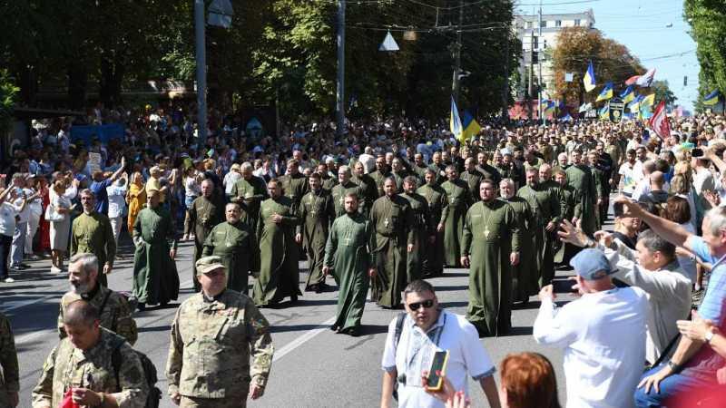 У ПЦУ закликали підтримати законопроєкт про військове капеланство