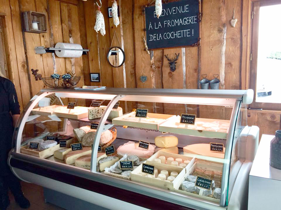 vitrine-fromages-fromagerie-de-la-cochette