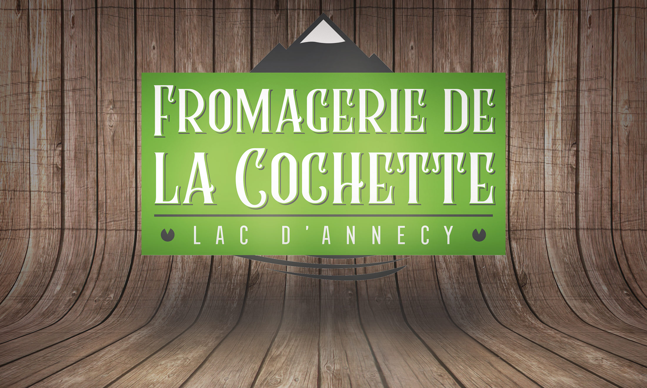 logo-fromagerie-de-la-cochette-backhround-wood