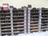 Rak sepatu terbuat dari batakko dan triplek. Brilliant idea!