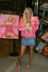 "Paris Hilton signing copies of her new book, ""Confessions of a Heiress"" at Virgin Megastore in Times Square New York City, New York 9/9/04 ©2004 Phillippe Noisette_Star File"